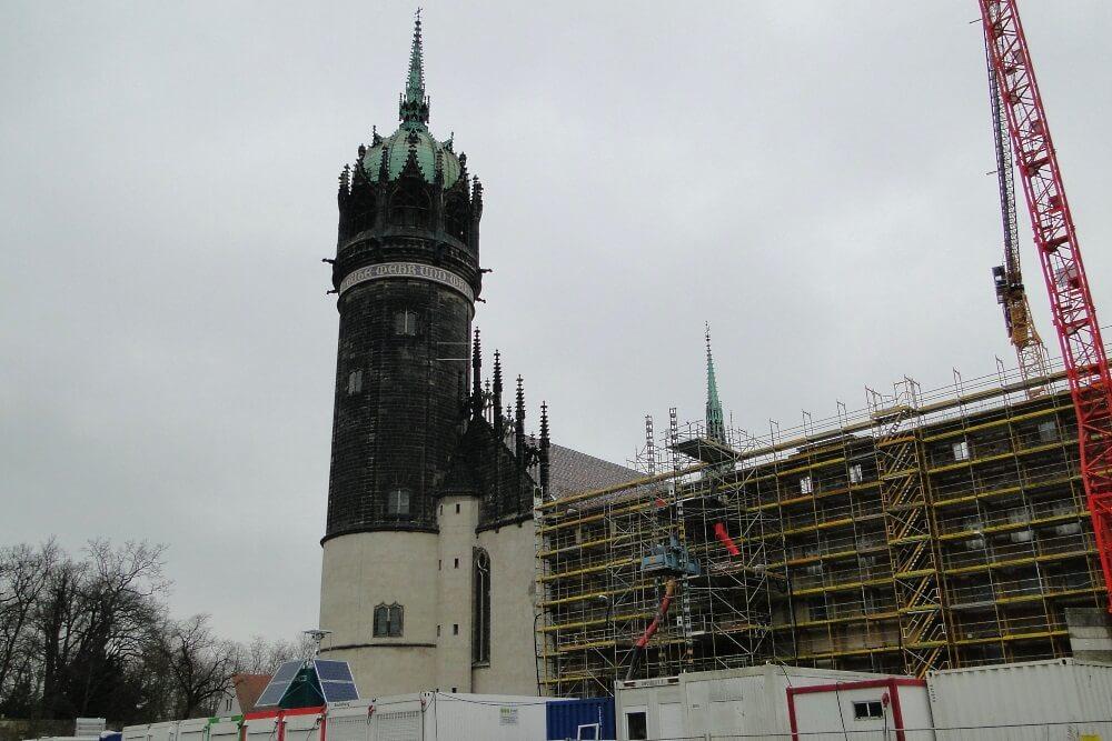 Baustellenüberwachung An Der Schlosskirche Wittenberg - Die WellnerBOX Hat Alles Im Blick.