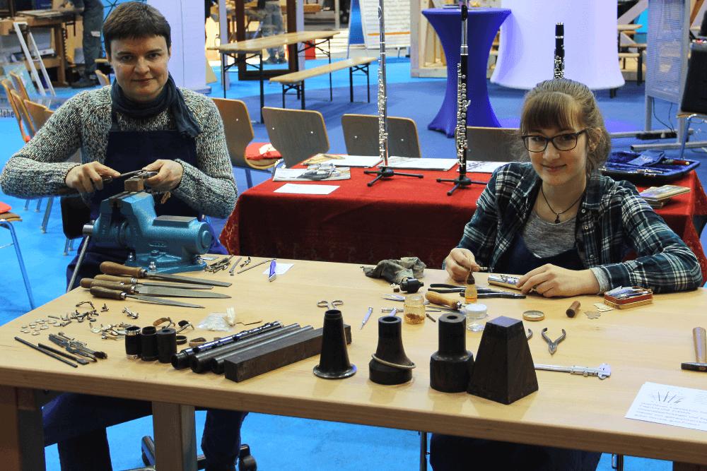 MItteldeutsche Handwerksmesse - Handwerkerinnen Des Holzblas-Ateliers
