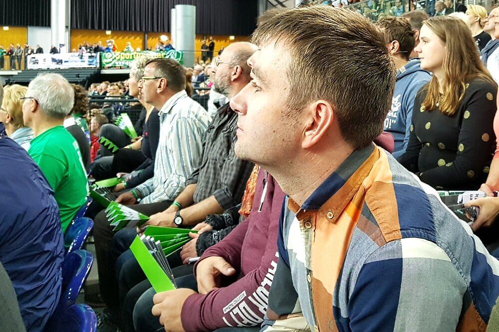 Gespannte Aufmerksamkeit beim Handball-Spektakel